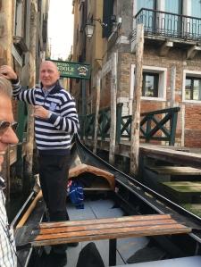 171012 Venice 29 gondoliere at Traghetto del Giglio for web